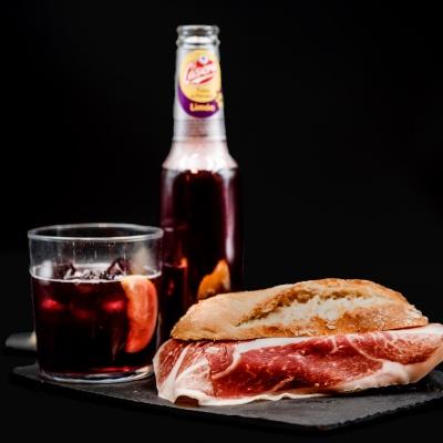 Oferta en Barra Bocadillo Jamón Ibérico y Tinto de Verano. Restaurante Museo del Jamón de Alcorcón.