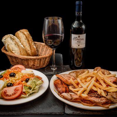 Parrillada de Carne y ensalada mixta, acompañado por una botella de vino de la casa Rioja o Ribera solo 19,45€.Disfruta de nuestras ofertas y promociones en el Museo del Jamón de Alcorcón.