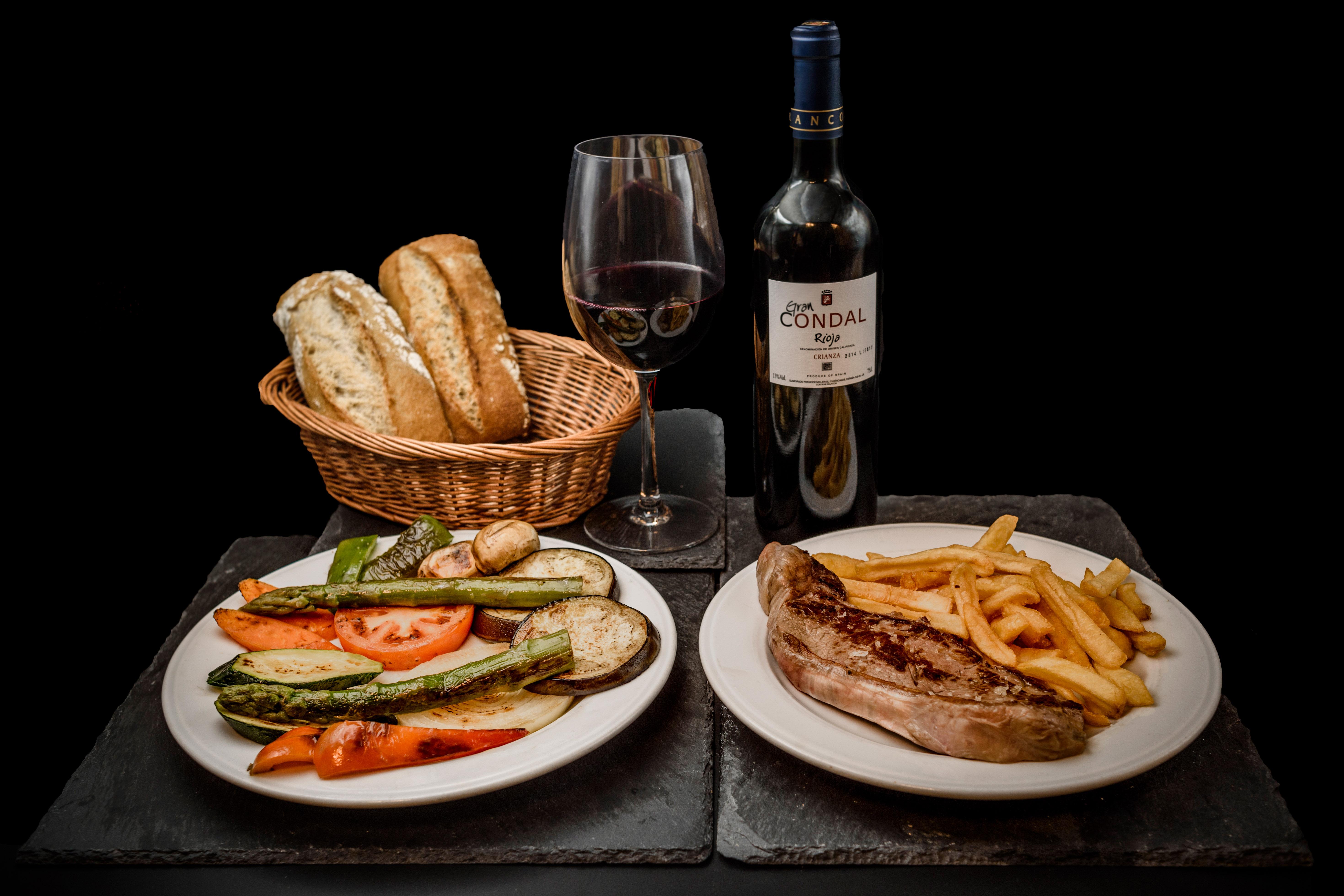 Ofertas Restaurantes Alcorcón. Oferta Entrecot, parrillada de verdura, acá de cerveza o botella de vino valdepeñas de 3/8 de litro y pan. Restaurante Museo del Jamón Parque Oeste Alcorcón